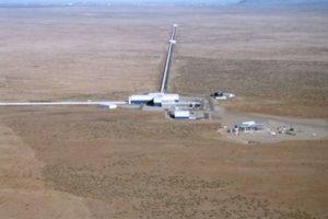 Jedna část detektoru LIGO